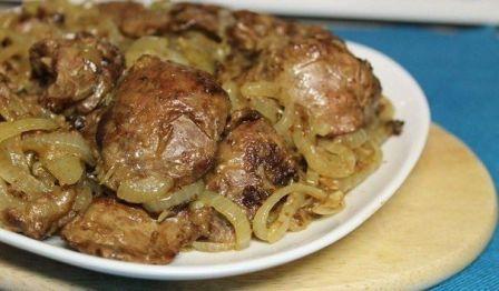 Вкусная и нежная куриная печень с луком