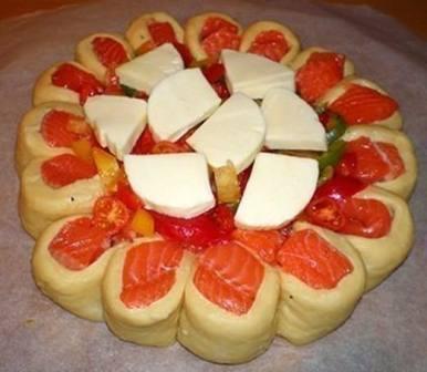 Рыбный пирог с сыром моццарелла и форелью