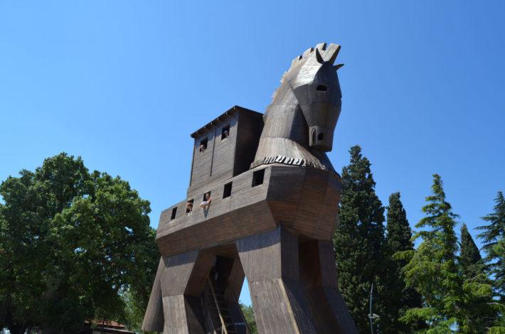 Троянский конь в Турции