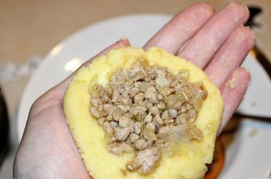 как приготовить зразы из картофельного пюре