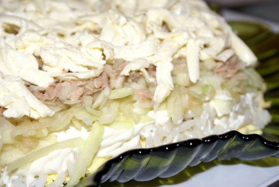 Салат с сайрой консервированной и яйцами: рецепты приготовления вкусных рыбных закусок