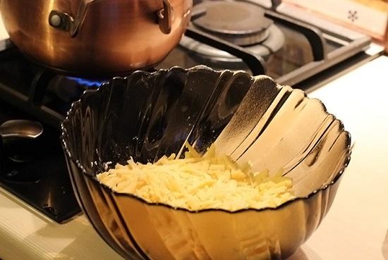 Сырное фондю: рецепты приготовления швейцарской закуски в домашних условиях