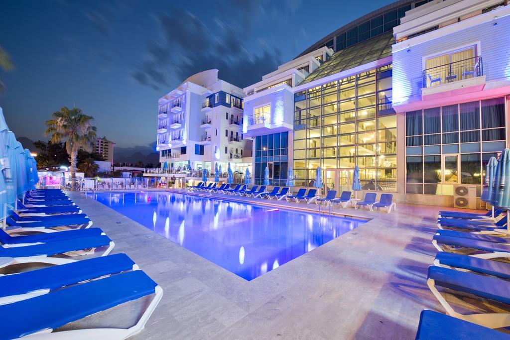 Не только отели: бронирование на Booking.com