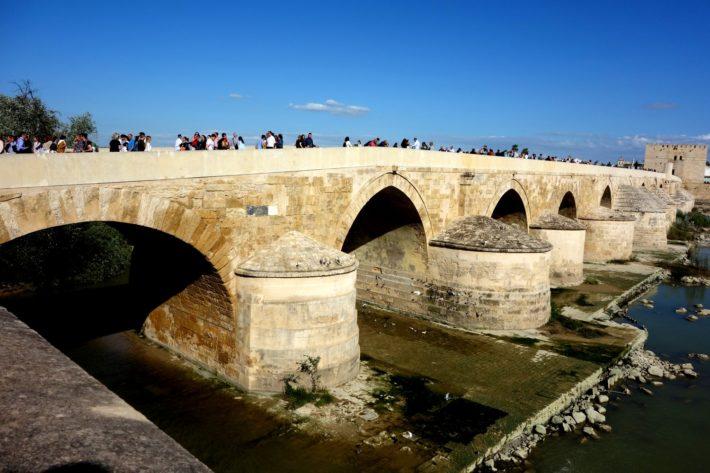Кордова, Испания — праздник крестов, и патио